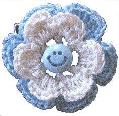escarapela argentina tejida al crochet en forma de flor