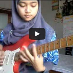 Siswi SMA Berjilbab ini Bermain Gitar Metalcore!