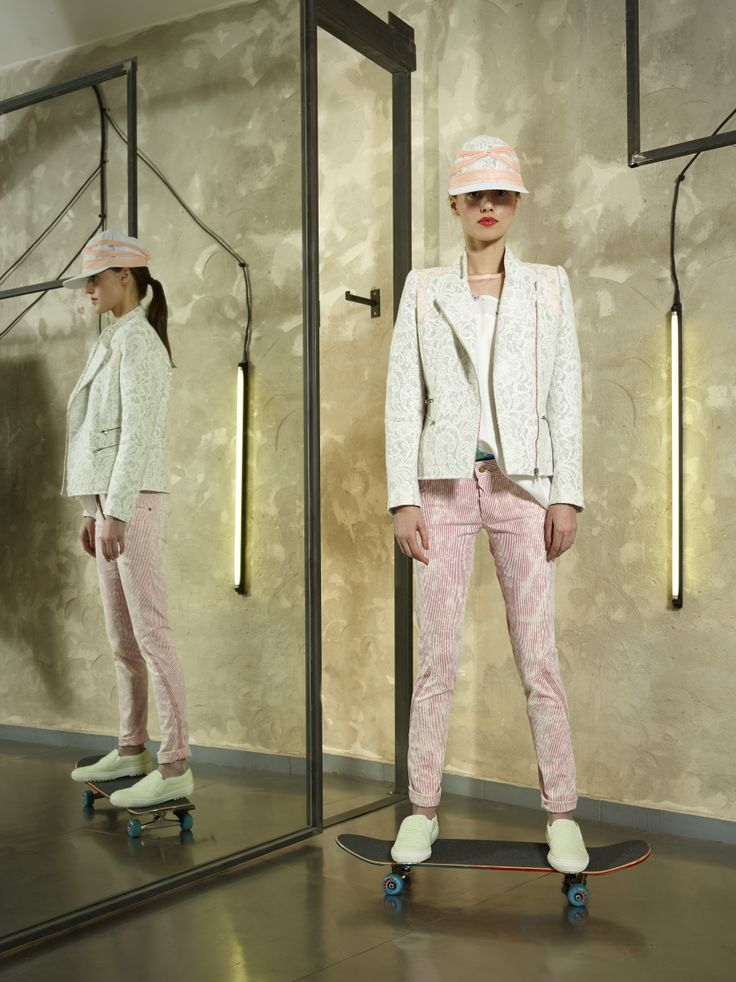 the trousers looks perfect for summer!