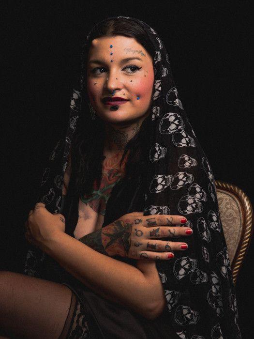 Обри Дейблер. Стиль - Chronic Tattoo and Body Piercing. Автор фото: Роджер Кисби (Roger Kisby).