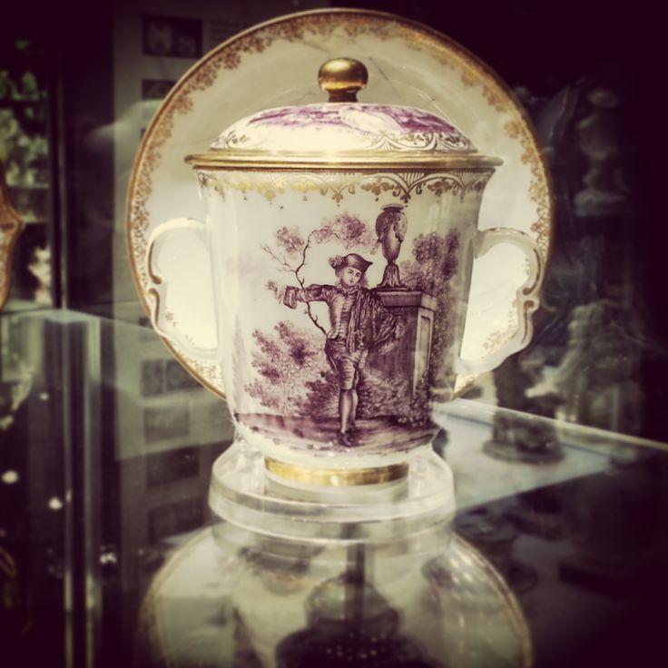 Manifattura di Vinovo (periodo Hannong, 1776-1779), tazza da cioccolata.