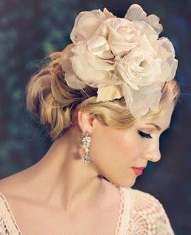 Accessoire coiffure : fleur stéréoscopique + maquillage rétro