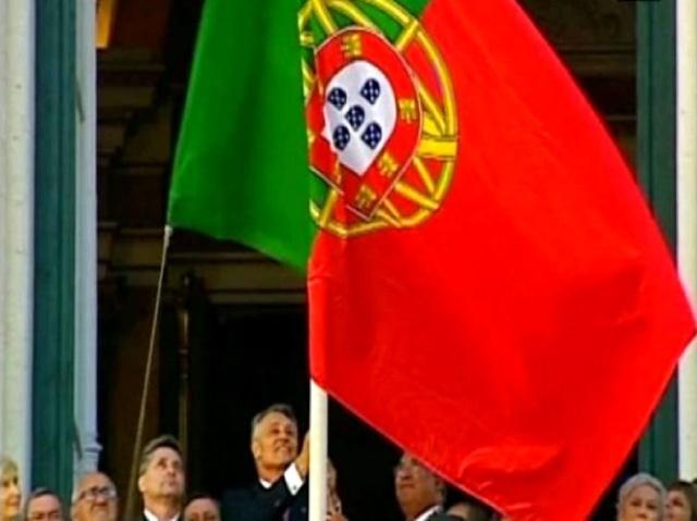 FAIL: Bandeira Nacional de Portugal hasteada ao contrário nas Comemorações do 5 Outubro de 2012