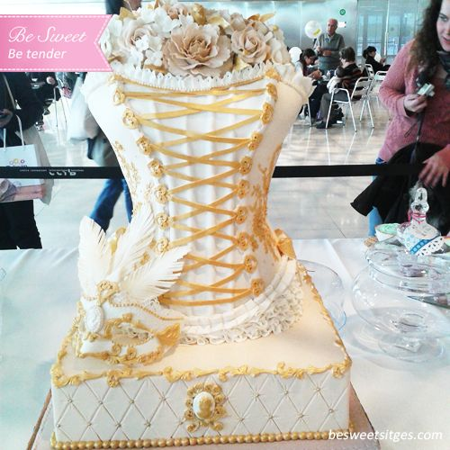 #cake #flower #flores #reposteria #reposteriacreativa #pasteleria #postres #desayuno #cakeflores #flowercake #fondant #fashion#fashioncake