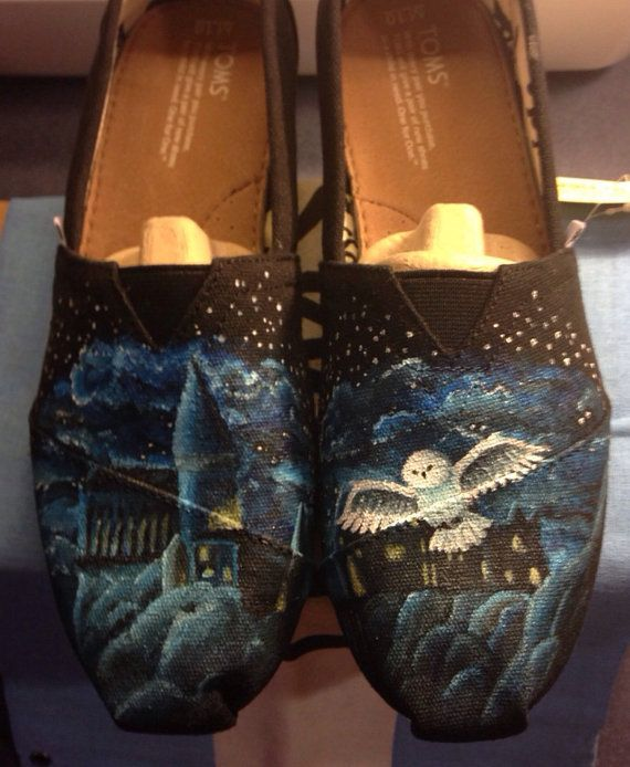 Harry Potter Hand Painted Toms SOMEONE BUY THIS FOR ME @Krissy Mummert Holton uh you need to get on these!!