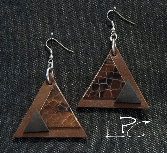 Ecodesign handmade leather earrings, orecchini fatti a mano in pelle ed ecopelle di riciclo, unconventional leather triangle earrings bijoux...