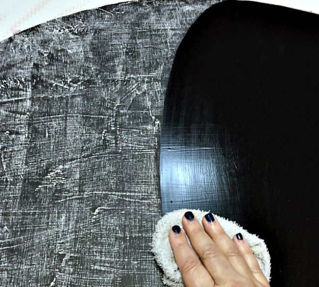 Cleaning chalk off of a vintage mirror to turn it into a kitchen chalkboard | chatfieldcourt.com