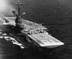 USS Wasp (CV-18) - Portaerei classe Essex - Entrata in servizio24 novembre 1943 - Caratteristiche generali Dislocamentostandard: 27.535 t a pieno carico: 37.391 Lunghezzasulla linea di galleggiamento: 250,4 m complessiva: 265,7 m Larghezzasulla linea di galleggiamento: 28,3 m complessiva: 45 m m Altezza28,4 m Pescaggiostandard: 8,8 m a pieno carico: 10,4 m - Velocità32,7 nodi ( 60,5 km/h) nodi Autonomia15.000 n.mi. a 12 nodi  - Equipaggio3448 uomini - smantellata nel 1973