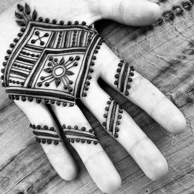 Makes me so happy when people offer their #palm to be #hennaed at #festivals! I hear so many remarks of people who can't seem to believe it would take so well to such a spot. It's so #magical to me, the #richness of the #stain and the feeling of holding a #design discreetly in your fist.  #maplemehndi #mehndi #henna #hennapro #vermont #adornment