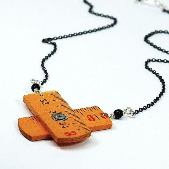 Liniaal ketting - Upcycled hout opvouwbare liniaal sieraden, geel en zwart gevonden Object Jewelry door Tanith Rohe