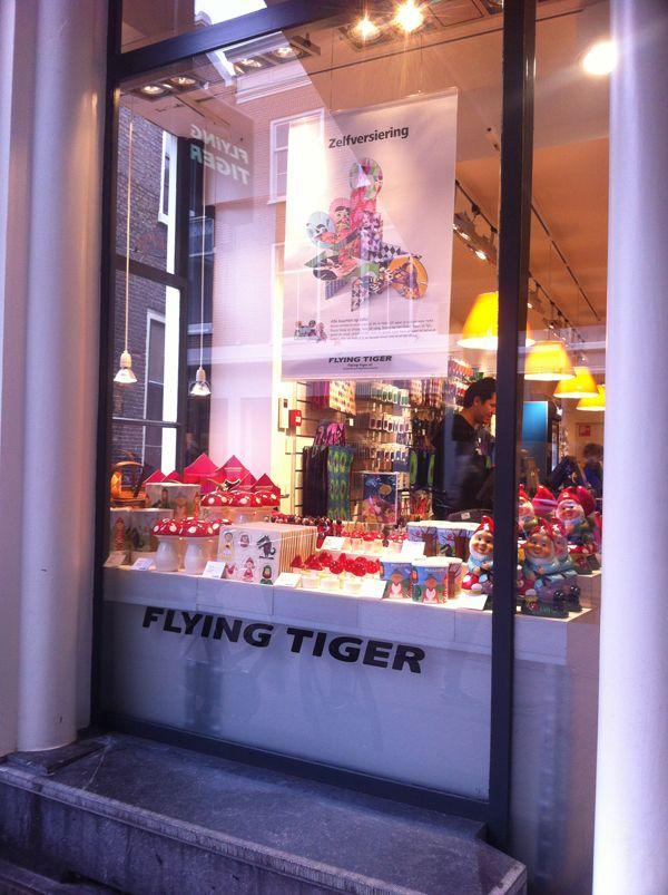 Flying Tiger Utrecht. De flying tiger in Breda is ook supper: 2 VERDIEPINGEN!!!!!!!!!!!!!!!!!!!!