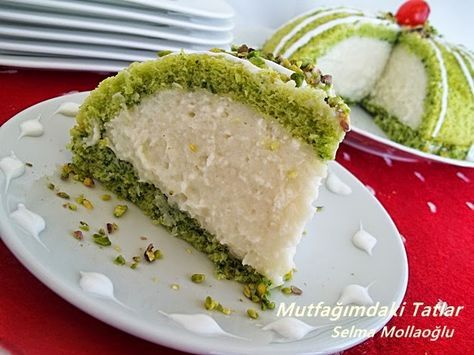 ISPANAKLI KÖSTEBEK PASTA  Ispanağı çiğden kullandım...Ve hiç bir şekilde kek piştiğ...