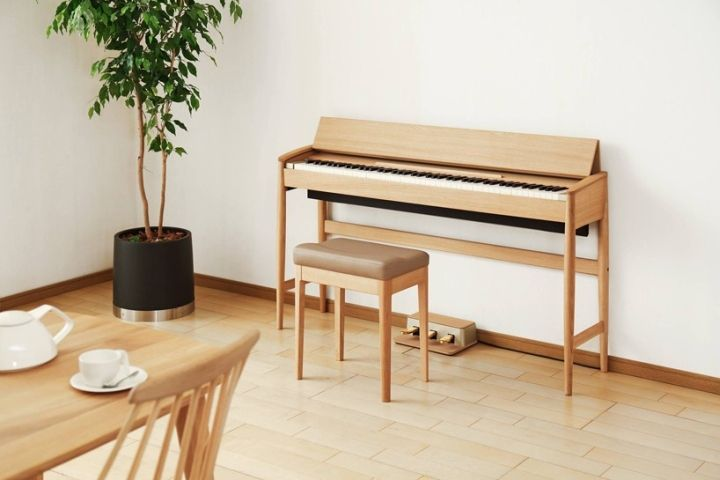 The cabinet is built from natural timber, enabling a contoured profile and a slim, stable stand that would be impossible to create with the processed wood typically used in piano construction.