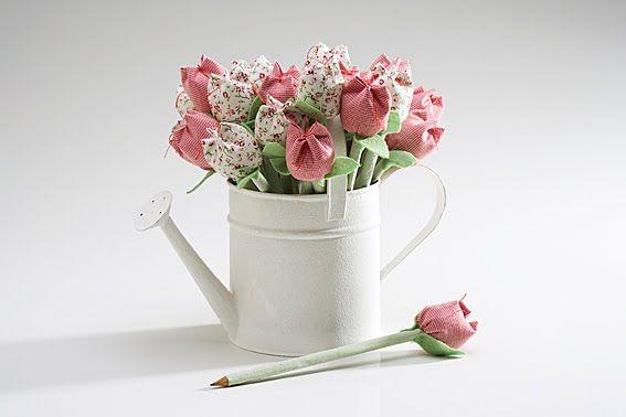 Passo a passo: Aprenda a fazer tulipas de tecido!