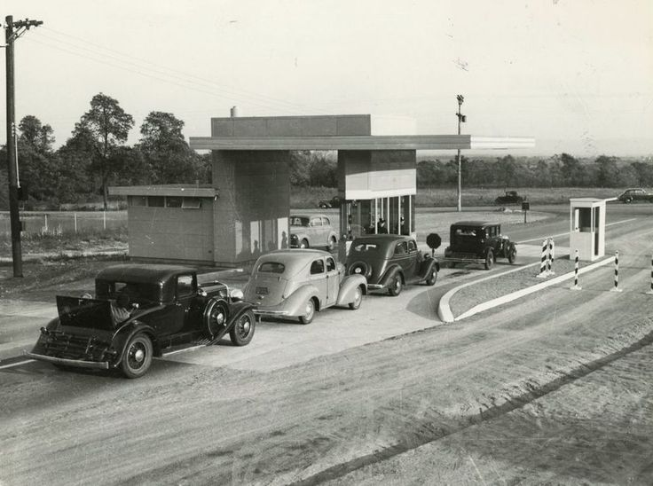 Opening day on the Pennsylvania Turnpike, Oct. 1, 1940, at the Blue