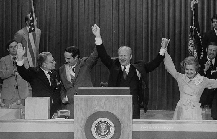 Bob Dole: A life in pictures   -   CELEBRATION IN 1976 U.S. President Gerald Ford, First Lady Betty Ford, Vice President Nelson Rockefeller, and Dole, the vice presidential candidate, celebrate winning the nomination at the Republican National Convention, Kansas City, Missouri, Aug. 1976.