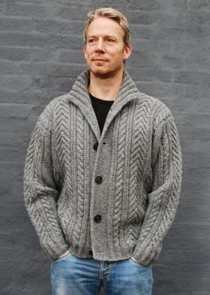TOMAS TOMAS Man's jacket in double yarn Material : No. 2 Shetland, 100 % wool from Hanne Falkenberg Design Knit Kit Needles 4½ mm Sizes: S (M/L) XL Full width : 110 (121) 128 cm Total length : 61 (64) 66 cm Sleeves from shoulder : 52 (55) 55 cm