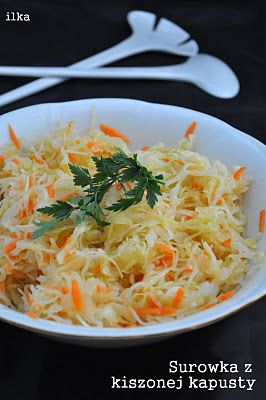 Surówka z kiszonej kapusty 1/2kg sauerkraut 1 small onion or 1/2 more 1 large carrot, pepper 1 tablespoon sugar, approximately 3 tablespoons olive oil Wash the cabbage, squeeze well and cut into smaller pieces. Add to salad bowl, add grated on the coarse mesh of finely chopped carrots and onions. Season to taste with pepper and sugar. Pour the olive oil and mix thoroughly.
