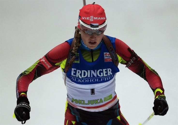 PRVNÍ. Biatlonistka Gabriela Soukalová na trati stíhacího závodu na 10 km v slovinské Pokljuce bezchybně střílela a celý závod vedla. Až těsně před cílem se na ní dotáhla Němka Miriam Gössnerová, které ve finiši podlehla.