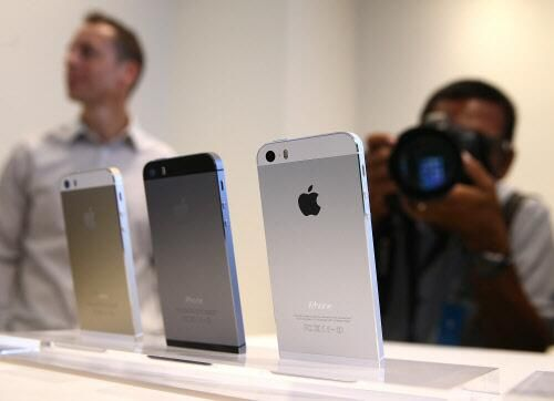 Apple: iPhone 5s and 5c launch in more than 25 new countries on Oct 25, following a dozen more on Nov 1 | THE TECH GETS