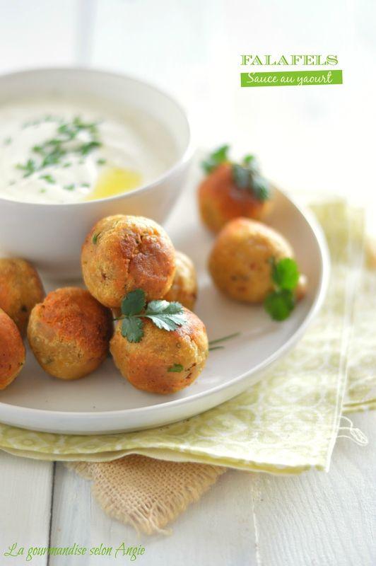 Falafels - sauce au yaourt  http://www.la-gourmandise-selon-angie.com/archives/2014/04/28/29751216.html