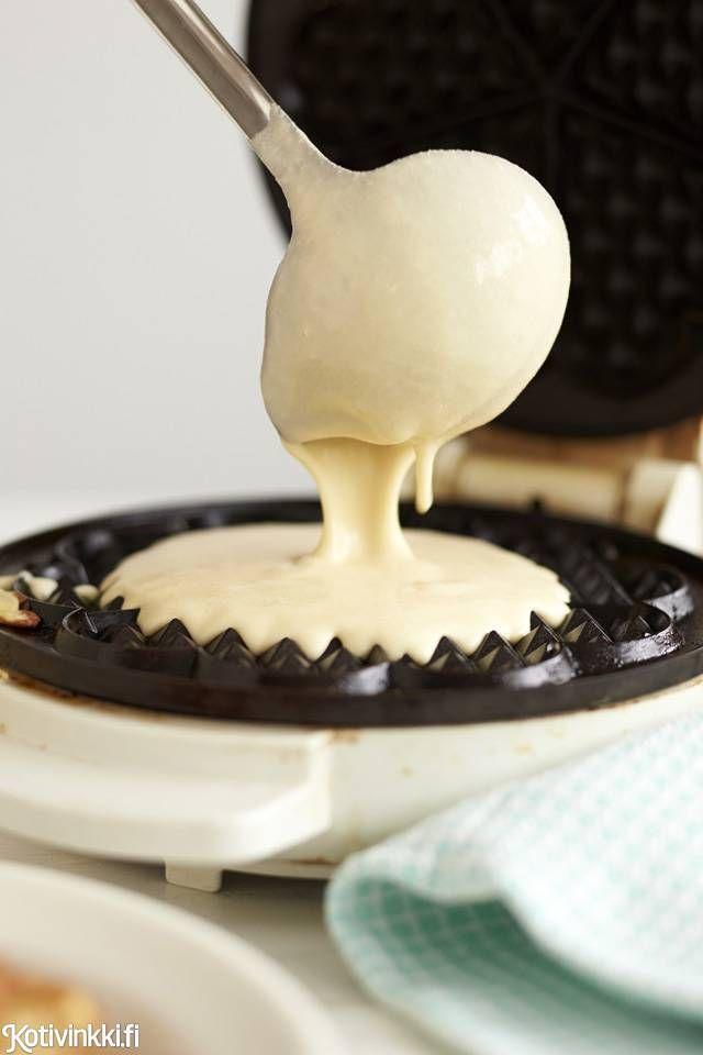 Tee rapeat vohvelit vohveliraudalla ja helpolla vohvelitaikinareseptillä! Valitse täytteet mielesi mukaan.
