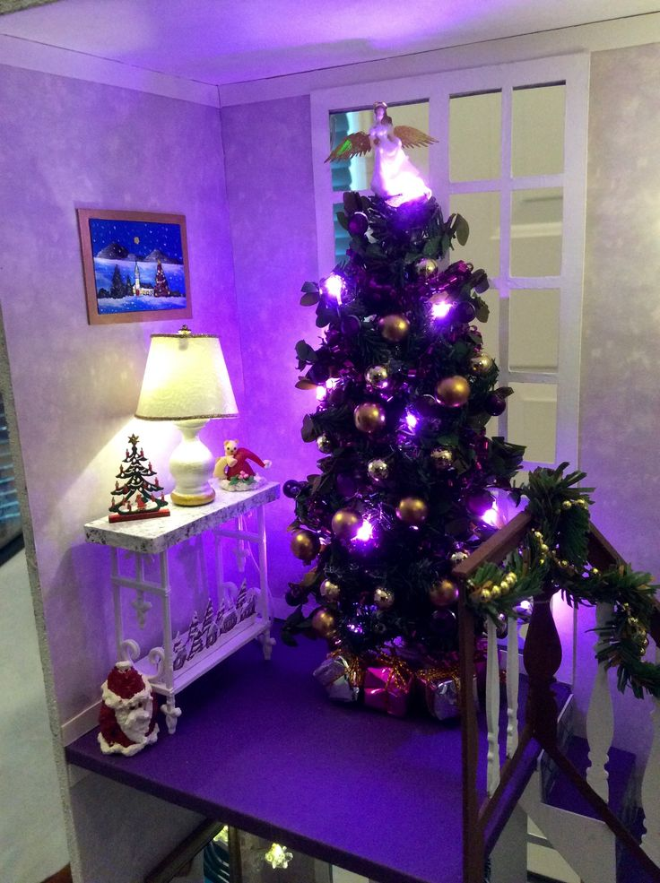"""Kathy K's """"A Hallway for All Seasons"""" designed by Ron Mummert decorated for Christmas -second floor"""