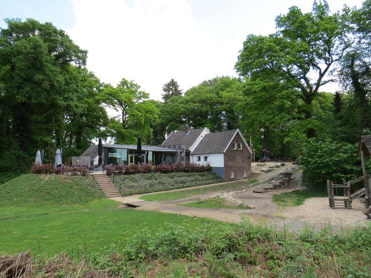 2014-05-03 Uitspanning 't Peeske in Beek ligt op een mooi punt bij een van de weinige bergmeertjes van Nederland