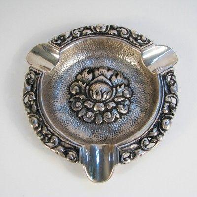 Djokja zilveren asbak met lotusbloem | Edel Erfgoed - toegepaste kunst