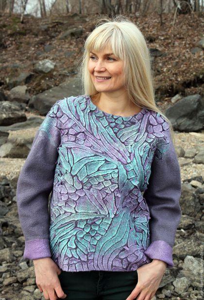 Купить или заказать Свитер валяный Серый хамелеон в интернет-магазине на Ярмарке Мастеров. Природа создала всевозможные цветовые сочетания! Мне давно хотелось использовать именно эту цветовую палитру! Ну что сказать? Я очень довольна результатом! Получился чрезвычайно удобный и комфортный свитер с оригинальным 3D узором.