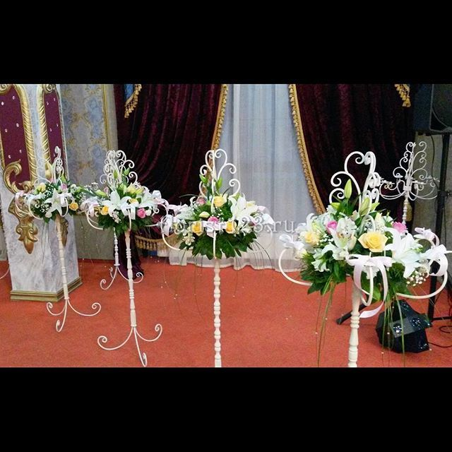 Композиции на столы #цветы #розы #эустома #лилия #букет #букетназаказ #цветыназаказ #свадебныйбукет #свадьба #букетцветов #букетик #доставкацветов #доставкацветовкраснодар #цветочнаякомпозиция #краснодар #florist123 #cvetochniyvals #купитьбукет #цветывкраснодаре #цветыкраснодар #краснодарцветы #флорист123 #цветысдоставкой