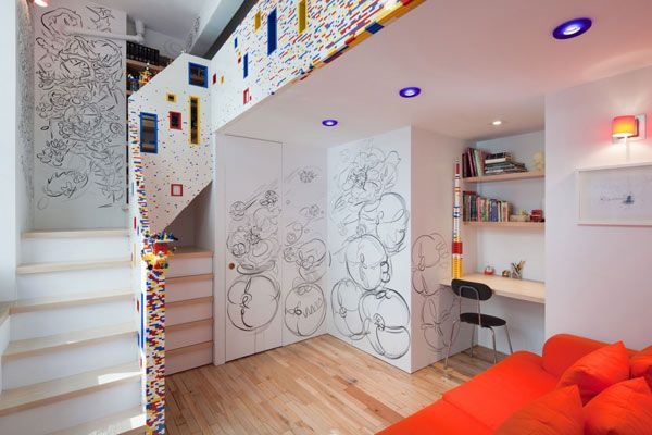 20,000 Lego Bricks Shaping A Manhattan Apartment's Staircase