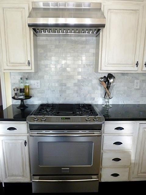 backsplashBack Splashes, Backsplash Tile, Decor Ideas, Kitchens Ideas, Kitchens Sneak, Kitchens Backsplash, Subway Tiles, White Cabinets, Sneak Peek