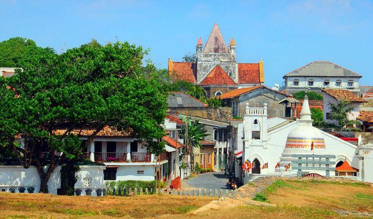 Den charmerende by Galle er Sri Lankas tredje største by. Byen er på UNESCOs verdensarvsliste, og i hele den gamle bymidte bærer huse og kirker præg af kolonitiden - både den hollandske og den engelske.