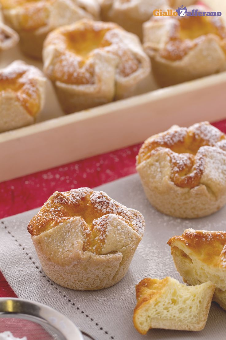 I soffioni abruzzesi (ricotta pastries) sono un dolce composto da una pasta molto simile alla frolla, preparata con l' olio al posto del burro, e contiene un goloso ripieno di formaggio e uova. #ricetta #GialloZafferano #italianfood #italianrecipe #Abruzzo