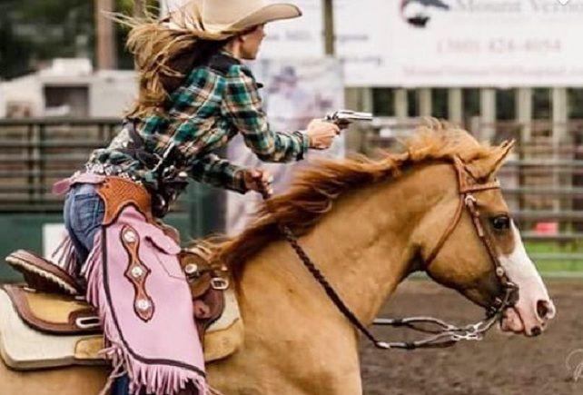 Tipe Dan Jenis Kuda Serta Gambar Foto Model Wanita Cantik Dan Seksi Lagi Menunggang Kuda