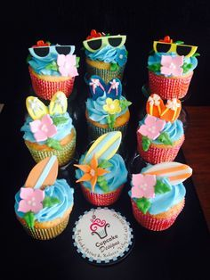 Swimming pool party cupcakes
