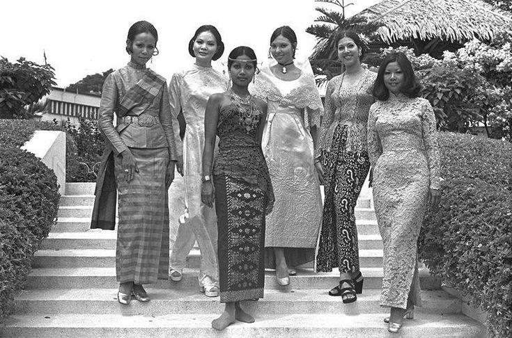 Singapore girls. Singapore - 1972. ESTHER KOFOD www.estherkofod.com