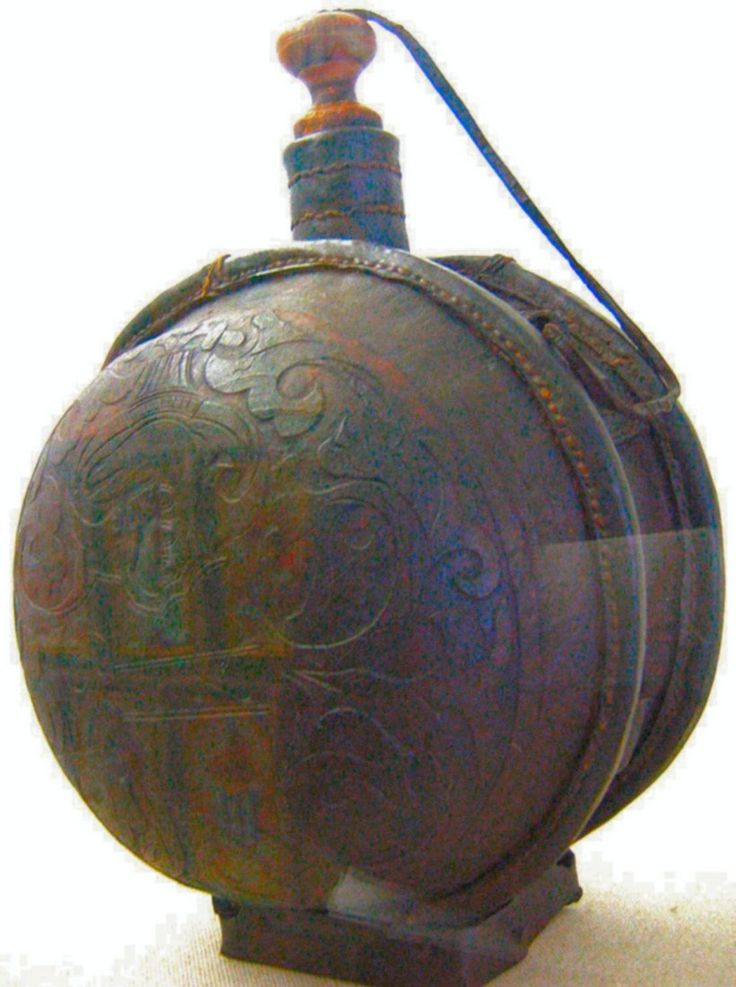 Ethnographic Arms & Armour - Military 15th c. swiss canteen to identify