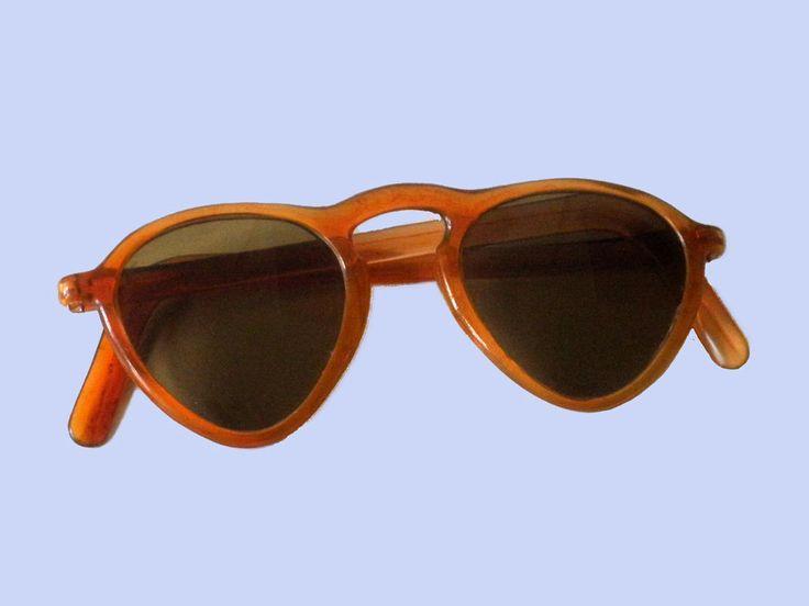 Vintage  zonnebril met groen bruine glazen en een amberkleurig montuur 1950 door TresbeLLL op Etsy