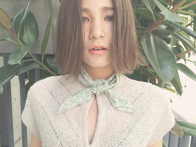 . colorは、暗すぎず明るすぎないアッシュベージュに☺︎ . 春なのでやわらかさが出る色味を、、、♡ . #tetro #tetro_hair #color #cut #ボブ #bob #style #shibuya #salon #渋谷 #美容室 #ツヤ感 #three #model #natural #onkul #ginza