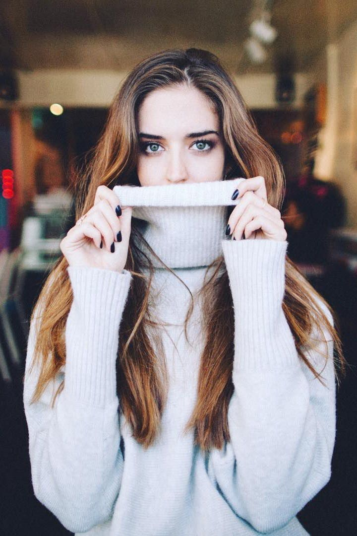 Clara Alonso looks effortlessly chic and cozy in our super soft gray oversized turtleneck sweater | Banana Republic