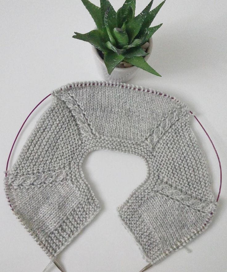 A visual idea on how to incorporate cables into top-down sweaters