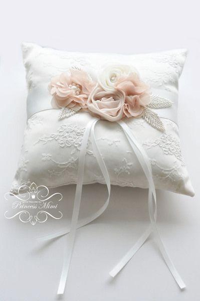 Ringkissen mit Blüten *Spitze/Strass* Ivory Beige von Princess Mimi  auf DaWanda.com