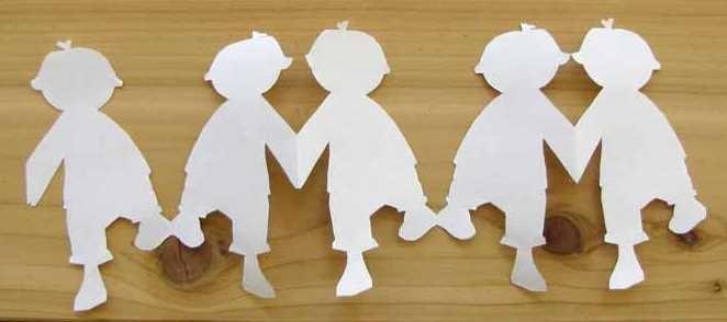 Catene di carta. Vari modelli...  http://www.craftjr.com/paper-chain-people/?utm_source=feedburner_medium=feed_campaign=Feed%3A+seasonal-kids-activities+%28Seasonal+Kids+Activities+from+Woo%21+Jr.%29