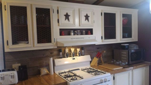 mobile-home-gets-rustic-farmhouse-kitchen-makeover-completed-kitchen #mobilehomekitchens