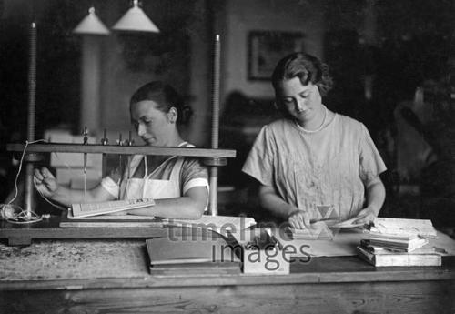 Frauen in der Industrie 1914 bis 1945 Timeline Classics/Timeline Images
