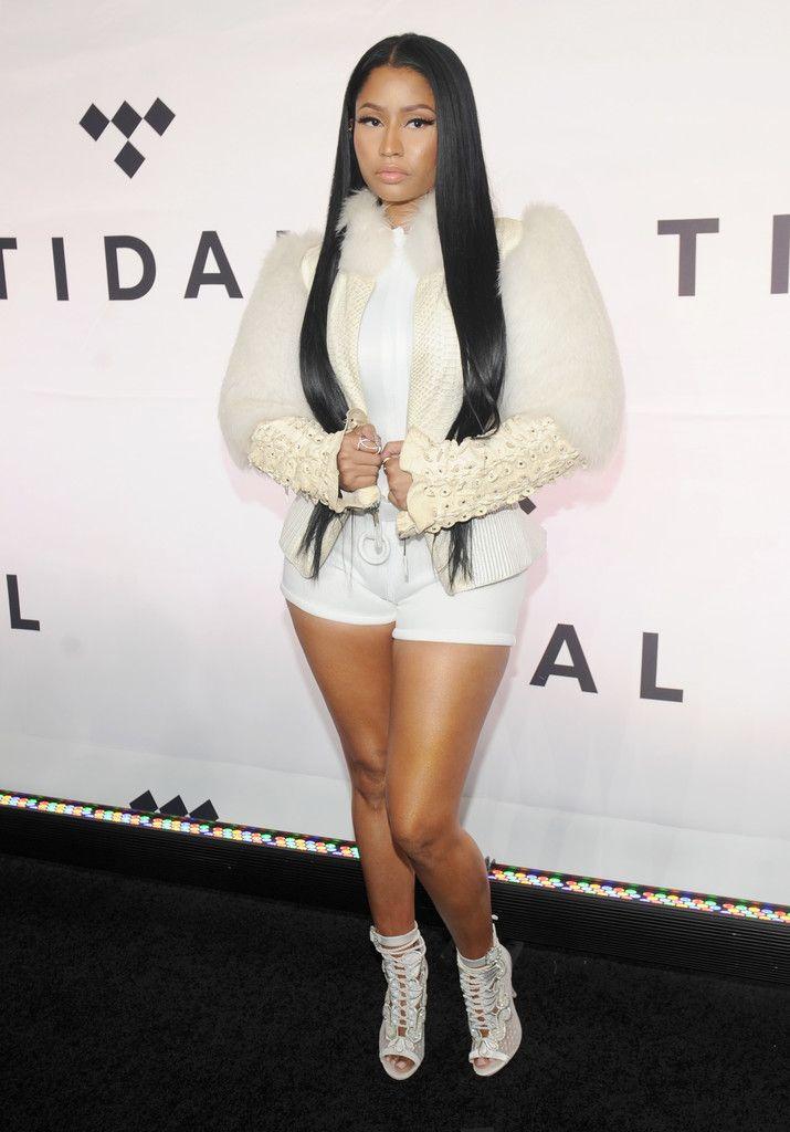 Nicki Minaj Short Shorts - Nicki Minaj went for a leggy look with a pair of white short shorts.