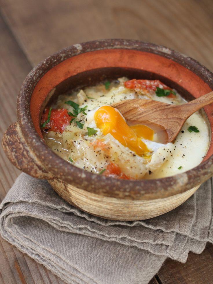 冬キャベツの巣ごもり風スープ by ふみえ / 加熱すると甘みが増す冬キャベツをたっぷり食べるためのあったかスープ。パンと一緒に休日のブランチにいかが? / ナディア