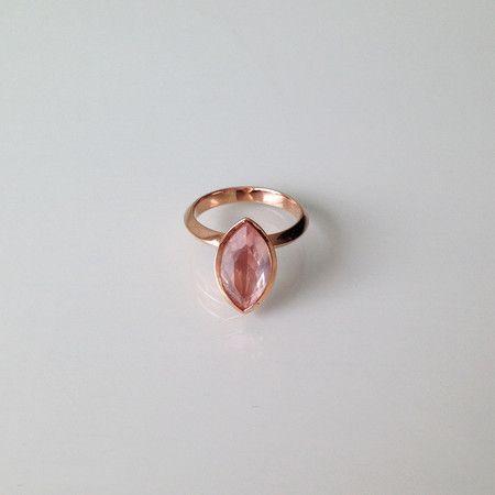 Anel CANOA em prata 950 com banho de ouro e quartzo rosa